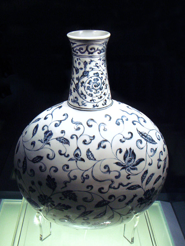 """Blue and white vase Jingdezhen Ming Yongle 1403 1424"" by World Imaging, 2009. Licensed under CC BY-SA 3.0"