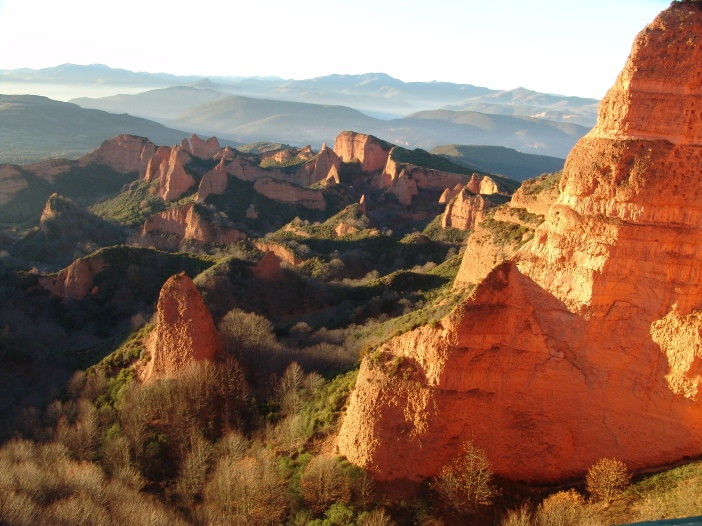 Landscape resulting from the ruina montium mining technique at Las Médulas, Roman Spain, one of the most important gold mines in the Roman Empire photo: courtesy of  Rafael Ibáñez Fernández  CC-BY-SA-3.0