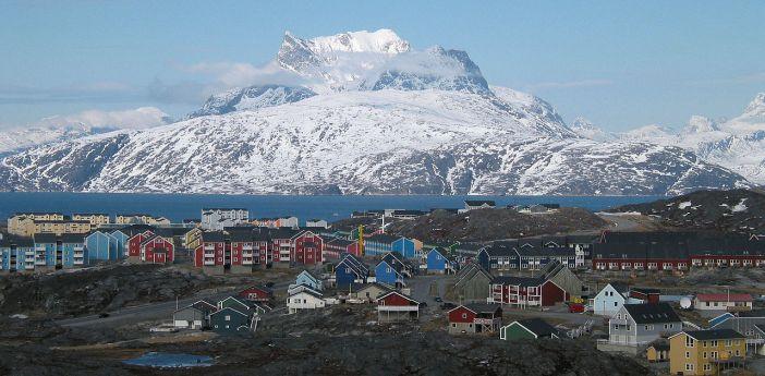 1280px-Nuuk_city_below_Sermitsiaq